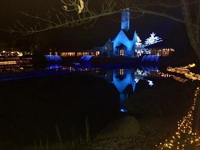 池に映るレストラン