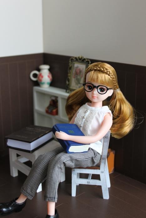 リカちゃんの読書タイム4325