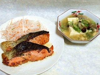 160412_3881サーモンのバジルオイル焼き・豆腐と玉子の中華スープVGA
