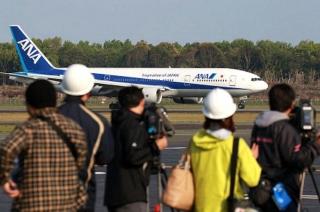 160419 熊本空港到着第一便 07自40分 m_mainichi-20160419k0000e040171000c_680x450