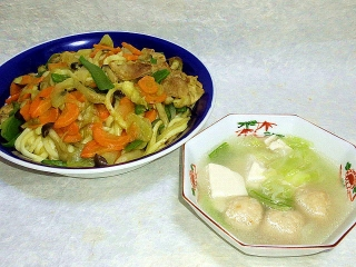 160517_3935カレー風味焼きうどん・白菜と豆腐、鶏団子の中華スープVGA