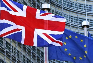 160624_EUとイギリス国旗_640x436