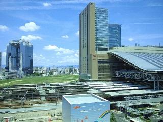 160730_4099ハービスエント・エレベイターから大阪駅・梅田スカイビル方面を望むVGA