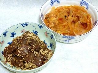 160802_4109豚肉の玉葱の旨辛ジャン炒め・蒟蒻の胡麻と赤味噌炒めVGA