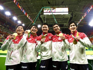 160809 リオ五輪・体操男子日本チーム金メダル 20160809-00010008-yrioolym-004-viewVGA