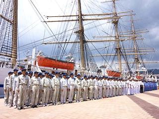 160819 神戸港新港第1突堤に練習帆船「日本丸」と練習汽船「大成丸」入港 m_minkei-kobe2394 VGA