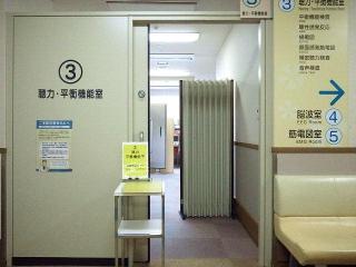 160823_4136通院先病院の聴力検査室VGA