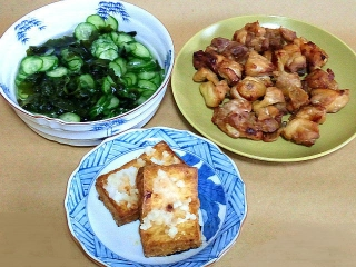 161209_4350 胡瓜とワカメの酢の物・鶏のから揚げ・焼き厚揚げおろし掛けVGA