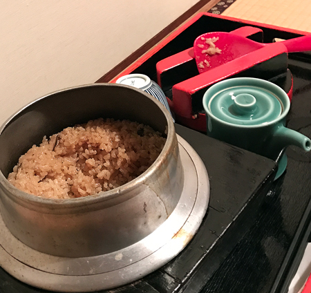 お釜で炊かれた牡蠣飯