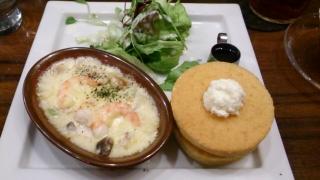 星乃珈琲店 グラタン&パンケーキプレート 海老と空豆のクリームグラタン¥1000