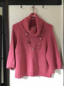 ロマンスタイプの普段着、ロマンスタイプの仕事着、ストレートタイプのセーターの写真