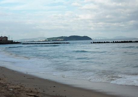 1 響灘の海岸から北九州方面