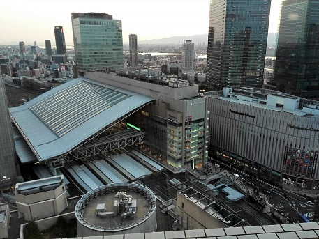 9 グランドビルから大阪駅