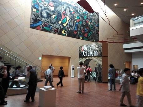 4 美術館の入口・地下
