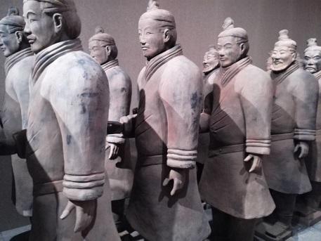 8 兵馬俑・模造品の展示