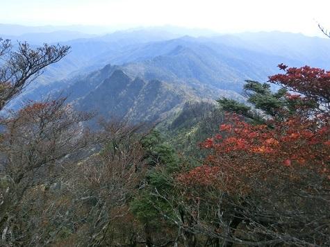 14 奥駈道の南方向・眼下に大日岳