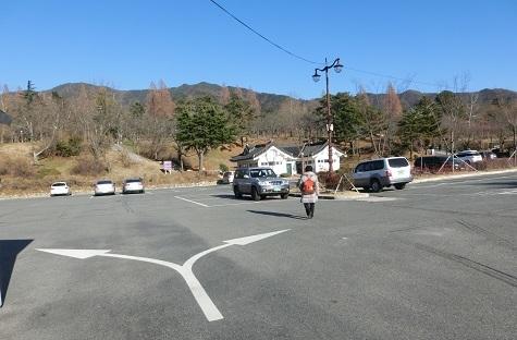 4 仏国寺バス停前の駐車場