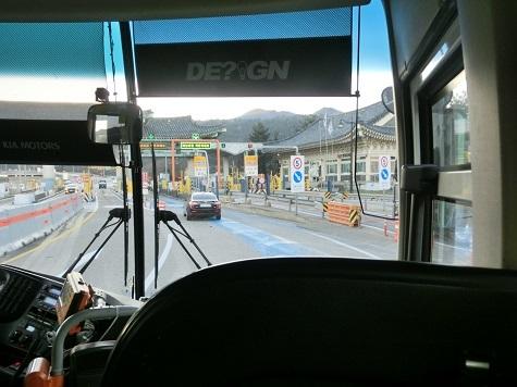 13 バス・車内から前方