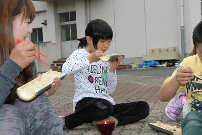 竹の器でたけのこご飯