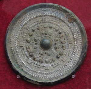 Bronze_Mirror_in_Ancient_Japan.jpg