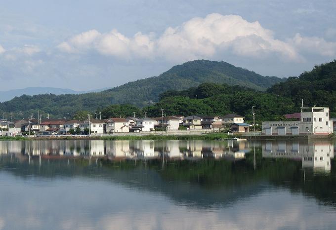 国市池の鏡と空と雲と H28.6.19