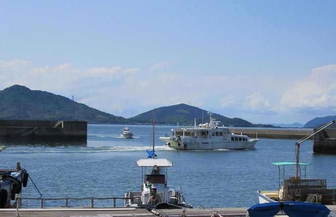 定期船粟島に向けて出港 28.6.23