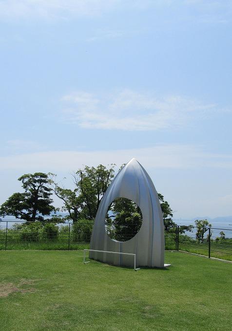 直島で 美術館ベランダ 縦 28.7.31
