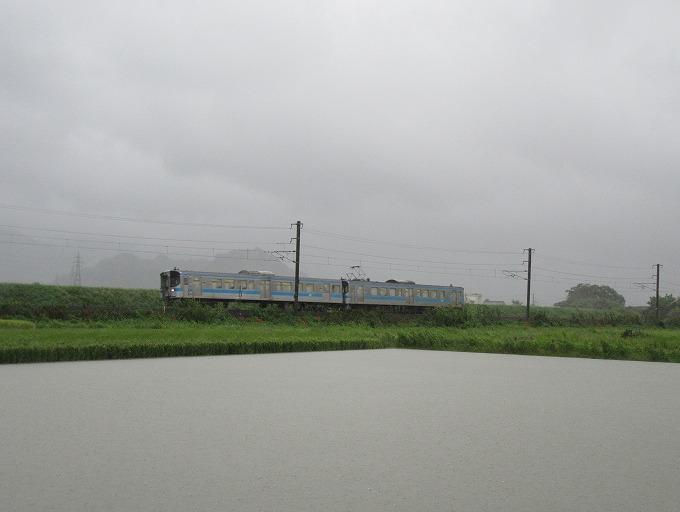 台風16号と下り電車予讃線 28.9.20