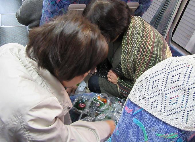 バスの中でおやつ分け 28.11.26