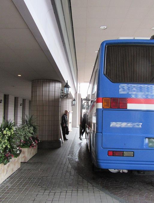ホテルから会場へ出発 28.11.27