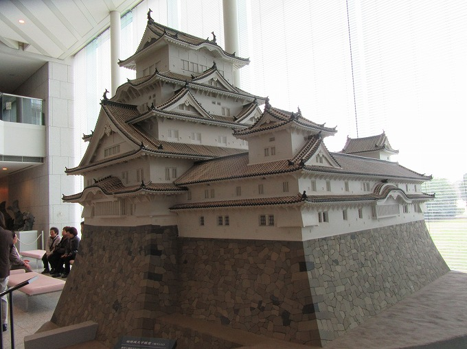 模型の姫路城後ろから 28.12.1