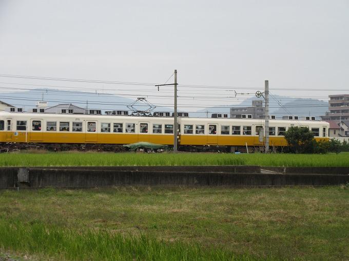 黄色い電車は左から来て右へ  28.12.16