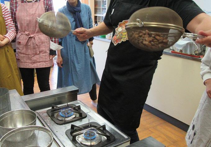 カカオ豆を焙煎 1時間 28.5.2