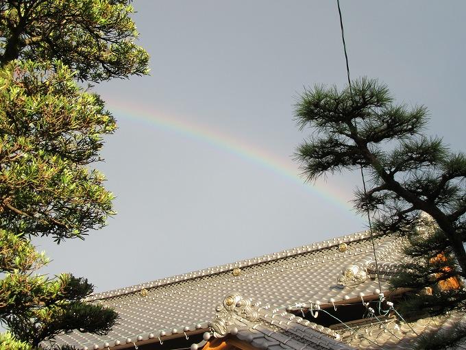 家の屋根から虹 28.9.4