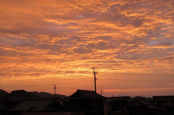 西の空は夕焼け 28.6.25