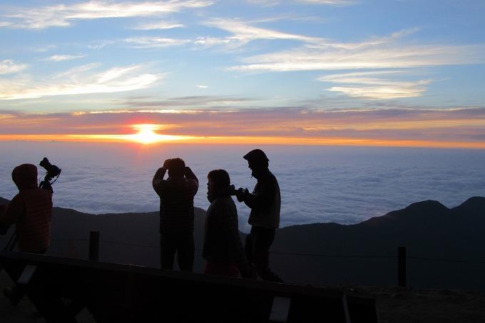燕岳日の出を待つ 28.7.24 4:45頃