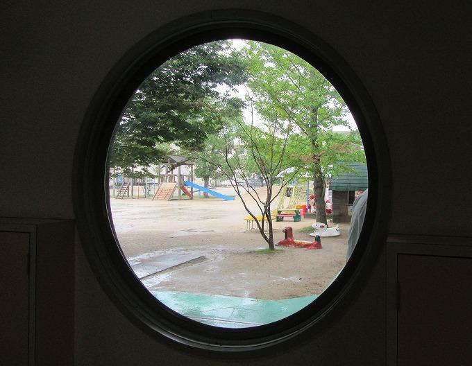 砂場大好き 窓から 28.9.14