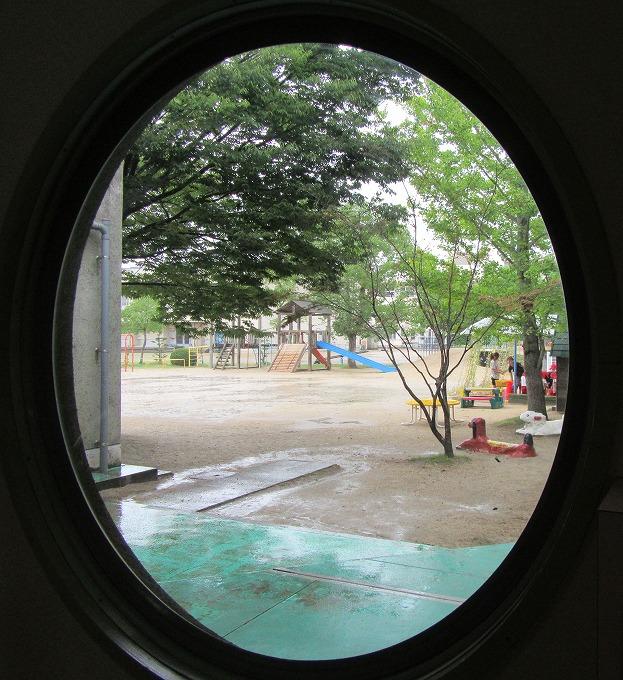 窓から 子どもたち 28.9.14