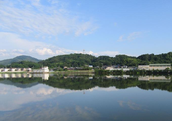国市池水面が鏡みたい H28.6.19