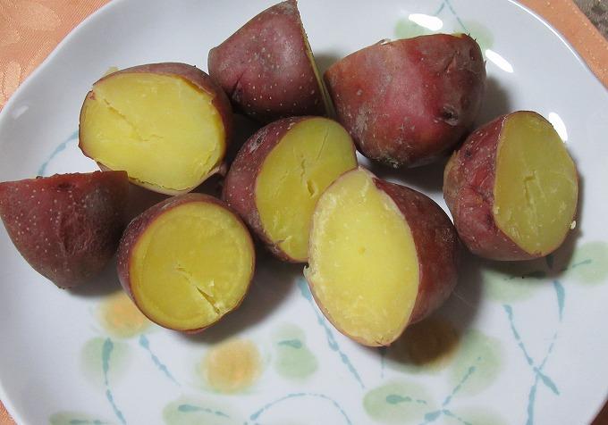 赤いじゃが芋レンジでチン 28.7.11
