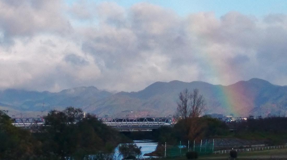 虹と新幹線