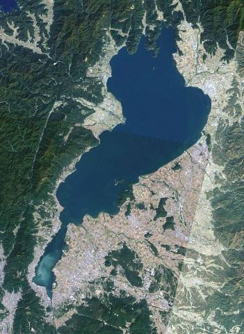 800px-Lake_biwa.jpg