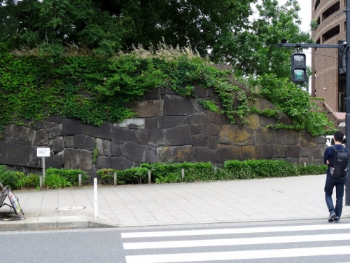 3見附の石垣 (1200x900)