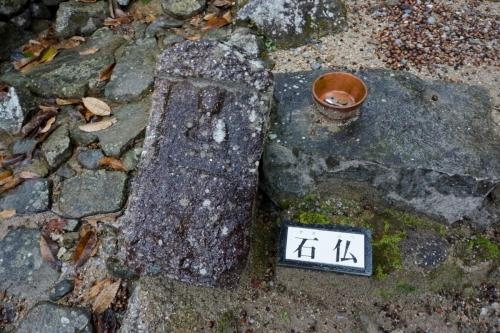 4定番の石仏 (1200x800)
