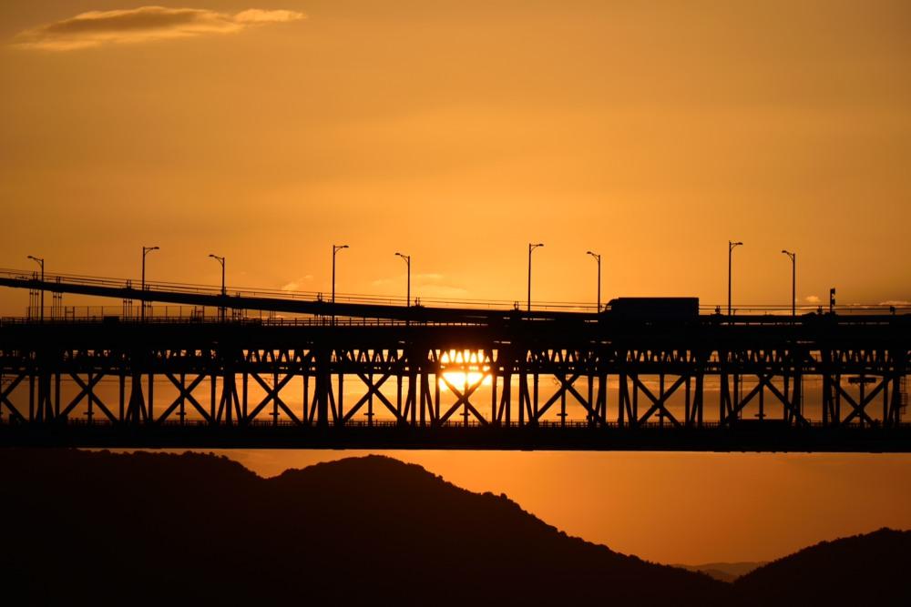 瀬戸大橋と夕日とトラックDSC_1072