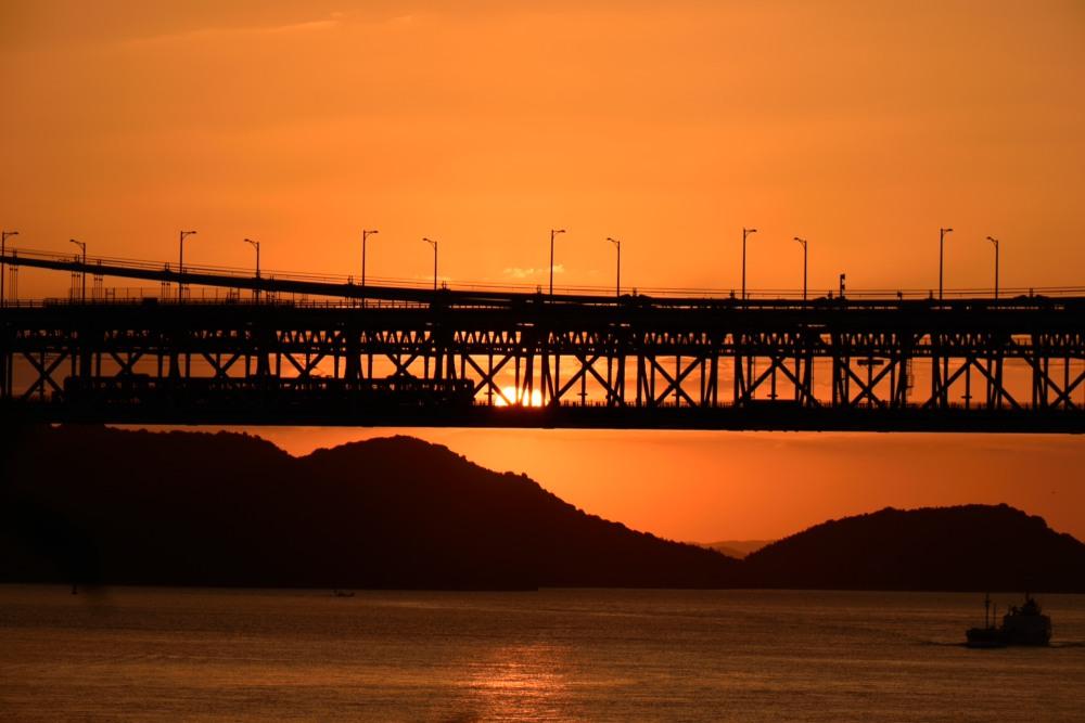 列車と船と夕陽DSC_1087