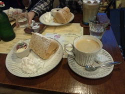 シホンケーキとコーヒー