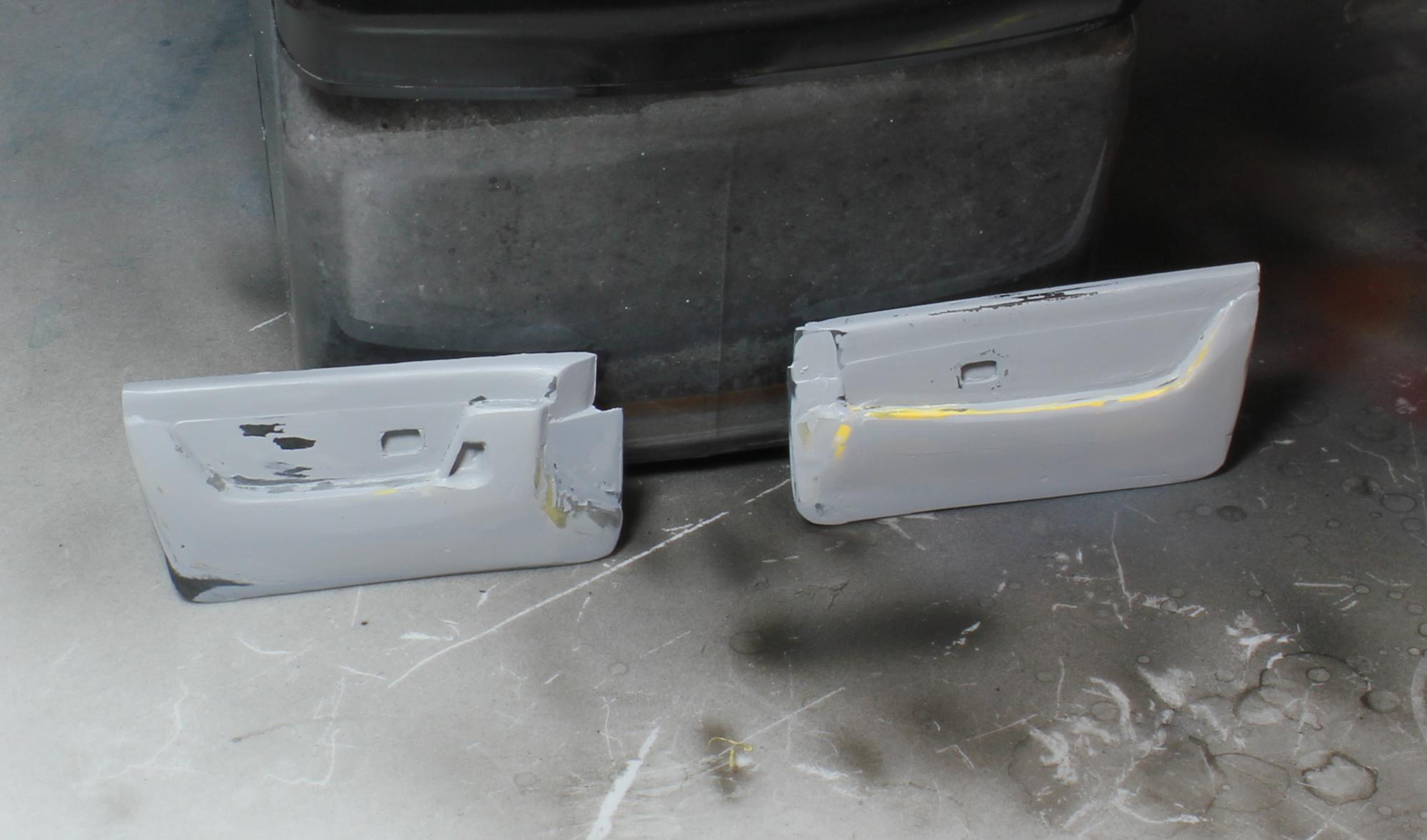 R32ドア内張最終サフ