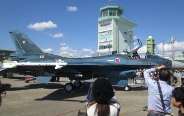 三菱F-2 General Dynamics F-16 פייטינג פלקון第4.5世代ジェット戦闘機 航空自衛隊JASDF自衛隊記念日観閲式浜松基地(Hamamatsu Airbase)浜松陸軍飛行学校WWⅡ入間基地エースコンバット小牧基地イベント基地祭Japan Air Self-Defense Forceエア・フェスタ浜松2016