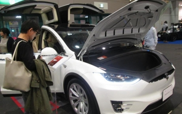 テスラ・モデルX(Model X )クロスオーバーSUV電気自動車テスラモーターズ(Tesla Motors, Inc.NASDAQ TSLA)特斯拉汽車테슬라 모터스イーロン・マスク(Elon Musk)2016 PREMIUM WORLD MOTOR FAIR プレミアムワールド・モーターフェア